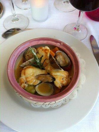 Le Clos de Pradines: tajine de lote et fruits de mer