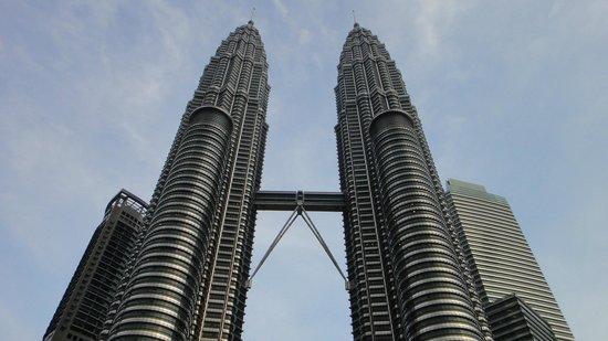 Murió el arquitecto argentino que diseñó las torres de Kuala Lumpur