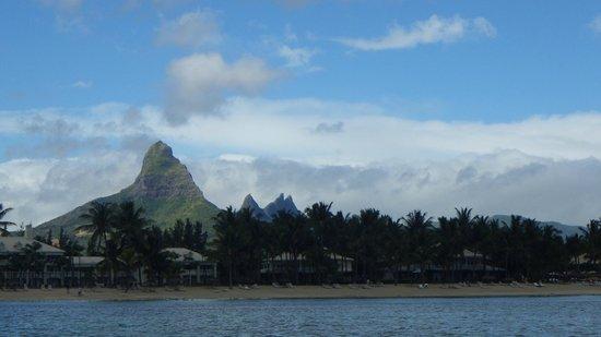 Sugar Beach Mauritius : vue de l'hotel en pedalo