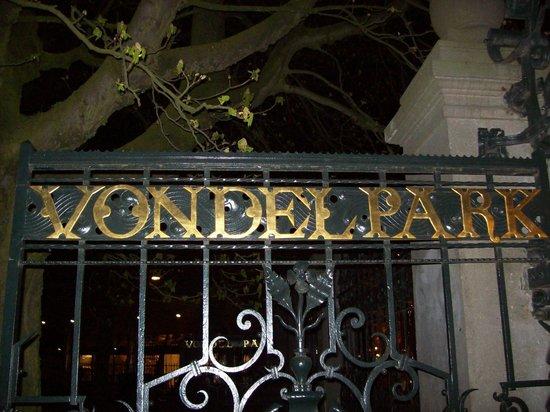 Stayokay Hostel Amsterdam Vondelpark: Entrada al Vondelpark