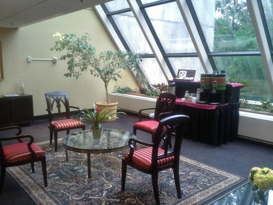 The Inn at Villanova University: Lobby area