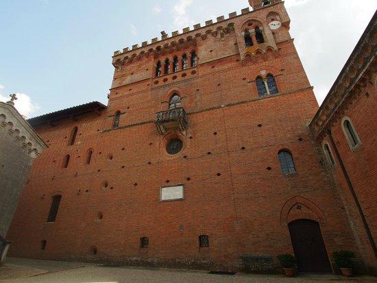 Castello di Brolio : Side of the Castle