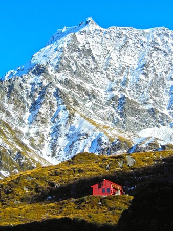 Mount Aspiring National Park: Liverpool Hut — better than staying at a hotel in Wanaka