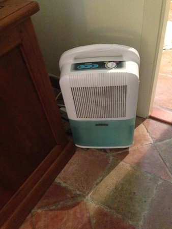 Hotel El Convent: The noisy dehumidifier that served as 'air conditioning'