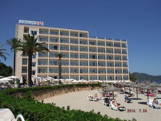 Hotel Levante: Right on the beach