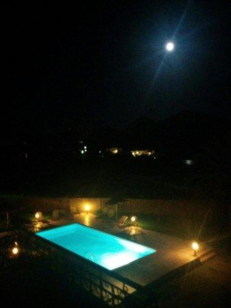 Labyrinth Studios: Swimming pool