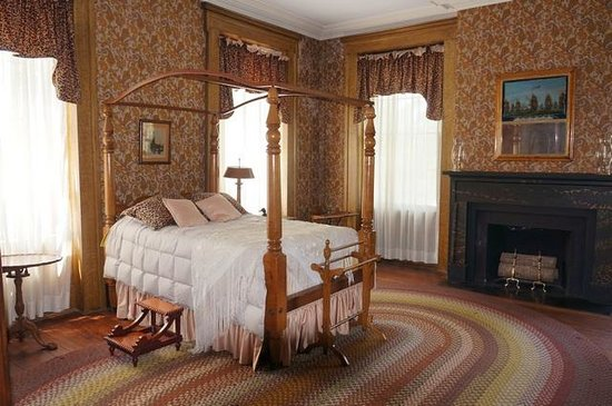 Lockerly Arboretum: Lockerly mansion Bedroom