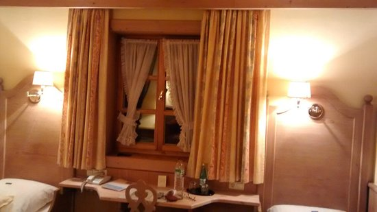 Hotel zur Waldbahn: Well furnished and decorated room