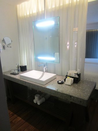 The Kuta Beach Heritage Hotel Bali - Managed by Accor: The bathroom, the shower and toilet is in front of the sink