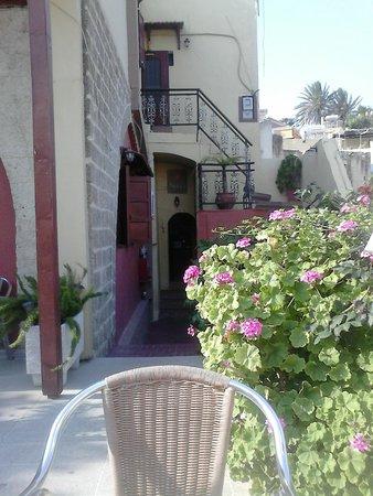 Niki's Hotel: ingang nikki's