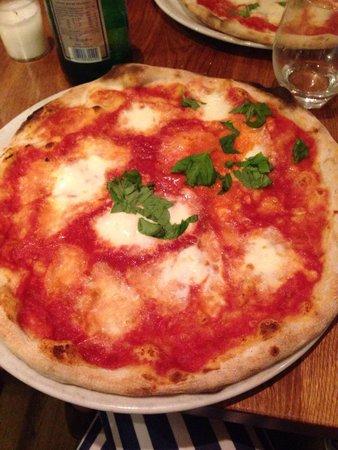 Pizzeria Fuoco Vivo: Pizza margherita