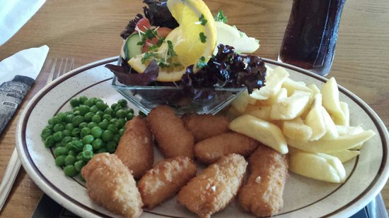 Eagles Inn: Scampi and Chips with side salad!