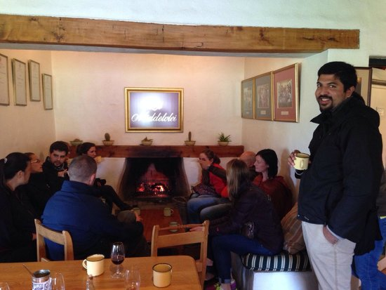 Middelvlei: Coffee round the fire place after lunch!