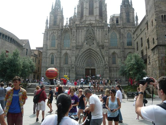 Fat Tire Bike Tours Barcelona: Catedral de Barcelona with Ben and the Fat Tire group