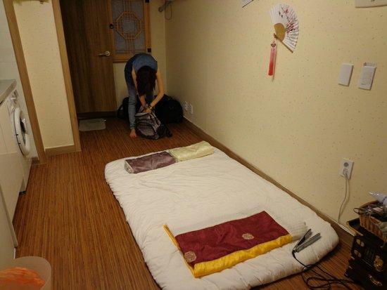 Seoul Station Pencil Hostel: Bed area