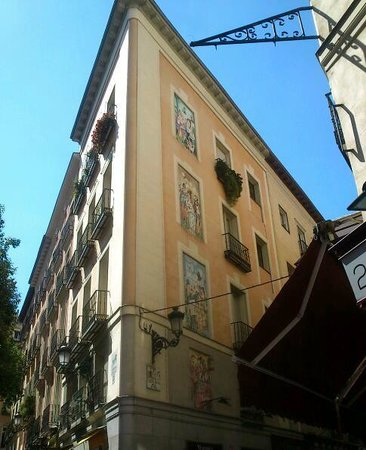 Madrid City Tours: building near by plaza mayor