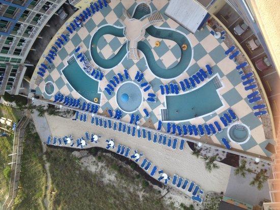 Avista Resort: Swimming area..