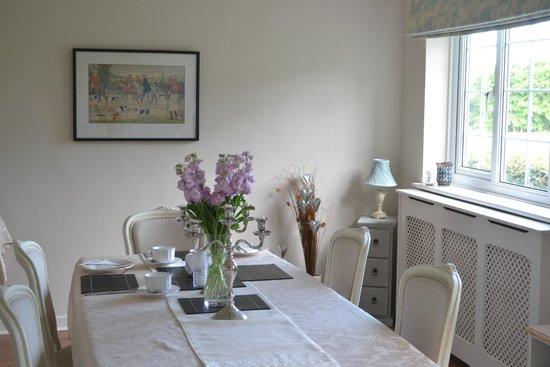 Oak Tree Cottage Bed and Breakfast : The breakfast room