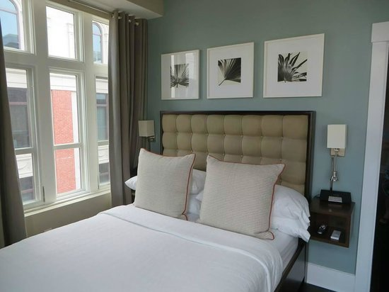 Bluegreen Vacations Studio Homes at Ellis Square, an Ascend Resort Collection: Comfy Bed, with views of the city :)