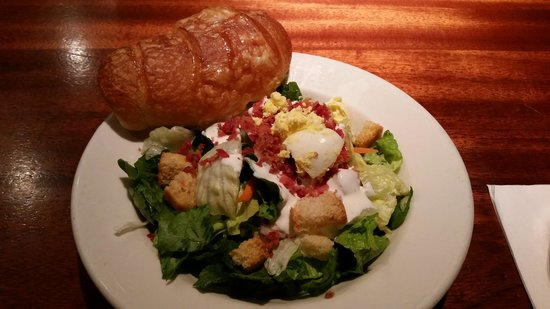 Charleston's Restaurant: Side salad
