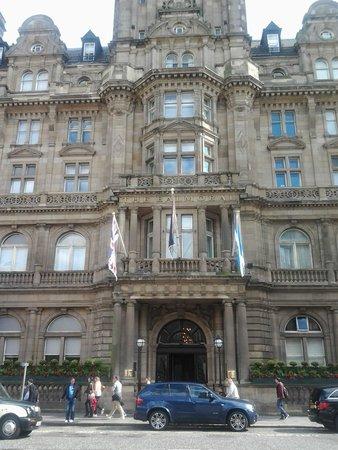 The Balmoral Hotel: Entrance