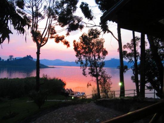 Mutanda Lake Resort: stunning sunset view