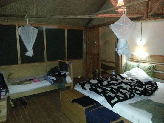 Mutanda Lake Resort: satisfactory room