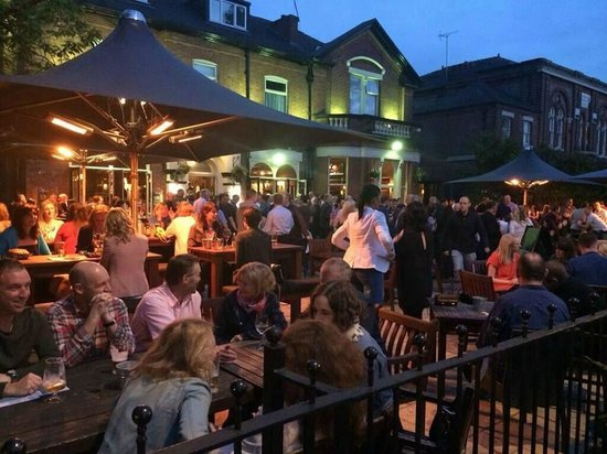 The Elizabethan: Beer garden in full swing this summer