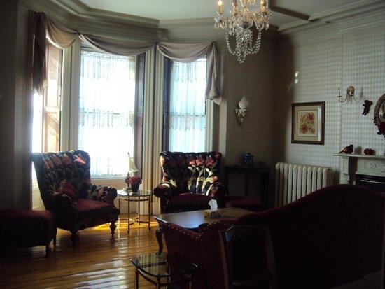 Chipman Hill Suites: Common area