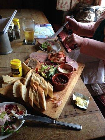 Packhorse Inn: ploughmans platter before
