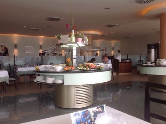 Las Costas: fresh fruit and cakes