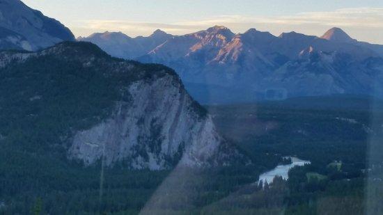 Rimrock Resort Hotel: Mountain view room #902