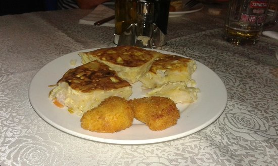 Don Quijote Spanish Restaurant : tortilla y croquetas