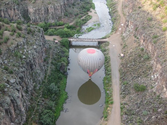 Pueblo Balloons : Touching the river