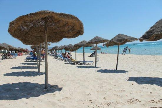 Vincci Marillia: Praia do hotel