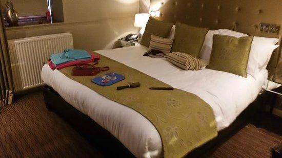 Dalziel Park Hotel & Golf Club: Basic hotel room