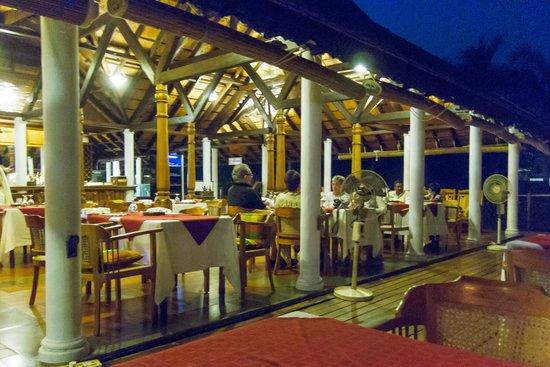 Kumarakom Lake Resort: Main Restaurant
