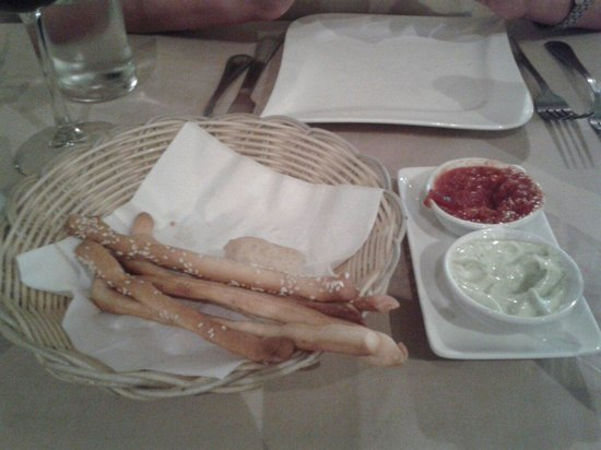 Duomo : Breadsticks, foccachia, pesto mayonaise and marinara sauce (this one was a real treat, and almos