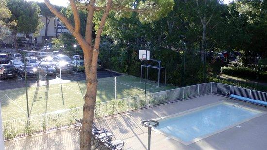 Village Club Cap'vacances de La Grande-Motte: Terrain de basket et de foot
