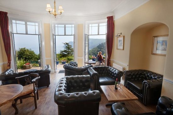Lynton Cottage Hotel: Guest Lounge & Bar