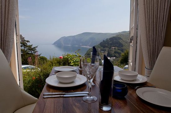 Lynton Cottage Hotel: Dining Room with views over Lynmouth Bay