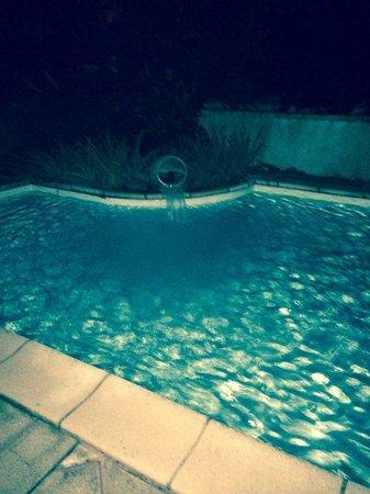 Augeval Hotel : piscine externe