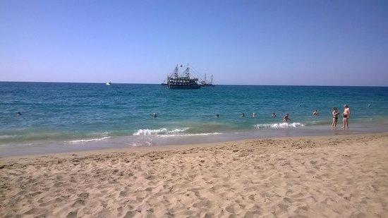Kleopatra Beach: zejście do morza