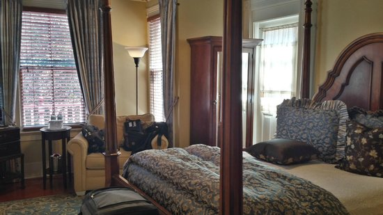 The Cedar House Inn : Quaint Bedroom