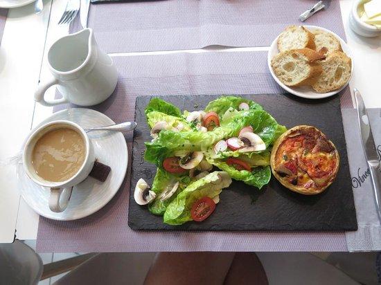 Maison Vincent Dallet Père & Fils : Quiche and amazing salad with truffle oil