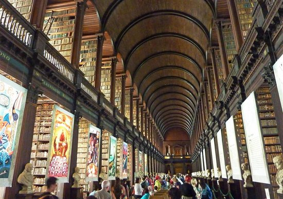 The Book of Kells and the Old Library Exhibition : Trinity College library feels like something from Harry Potter