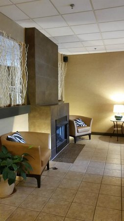 Brentwood Suites Hotel : Lobby