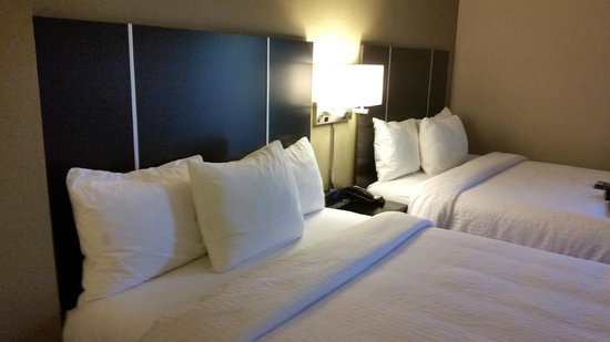 Brentwood Suites Hotel: Beds