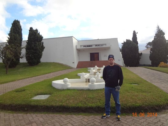 Museo Ralli: David na frente do Museu Ralli.