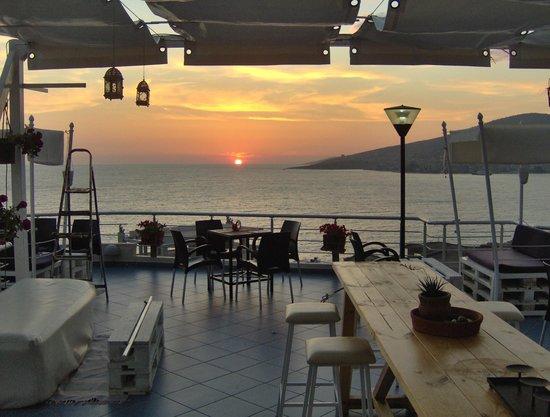 Seaside Saranda Hotel: Sunset from roof terrace